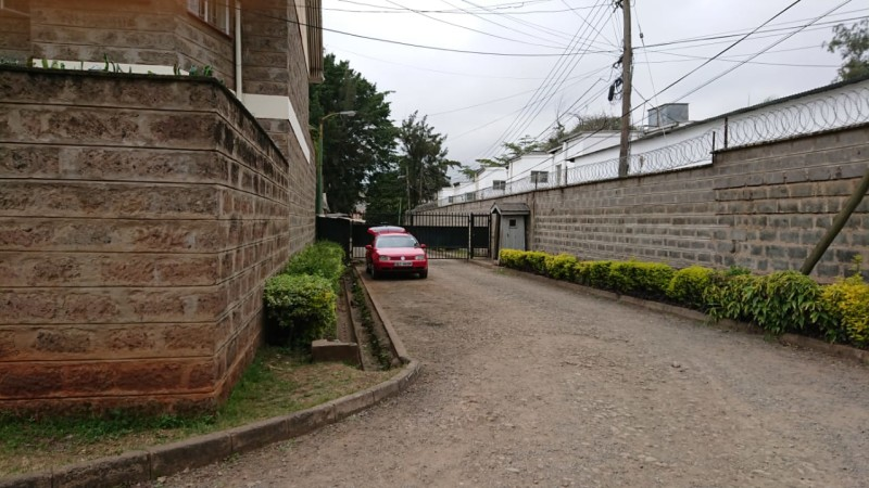 4 Bedroom Maisonette with Dsq available for let as an office (3)