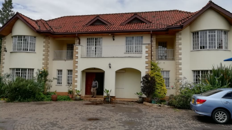 4 Bedroom Maisonette with a Dsq in Hardy Karen (14)