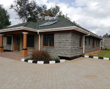 3 Bedroom with Dsq Bungalow, Karen Plains