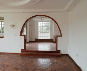 4 bedroom Maisonette (14)