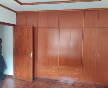 5 bedroom all ensuite maisonette unfurnished with a 2 room dsq located in lavington (10)