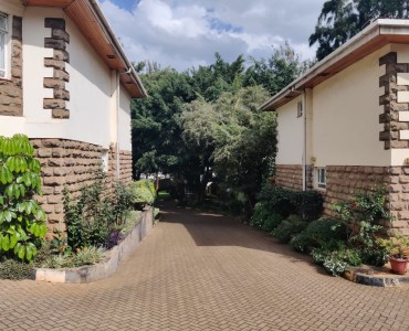 5 bedroom all ensuite maisonette unfurnished with a 2 room dsq located in lavington (16)