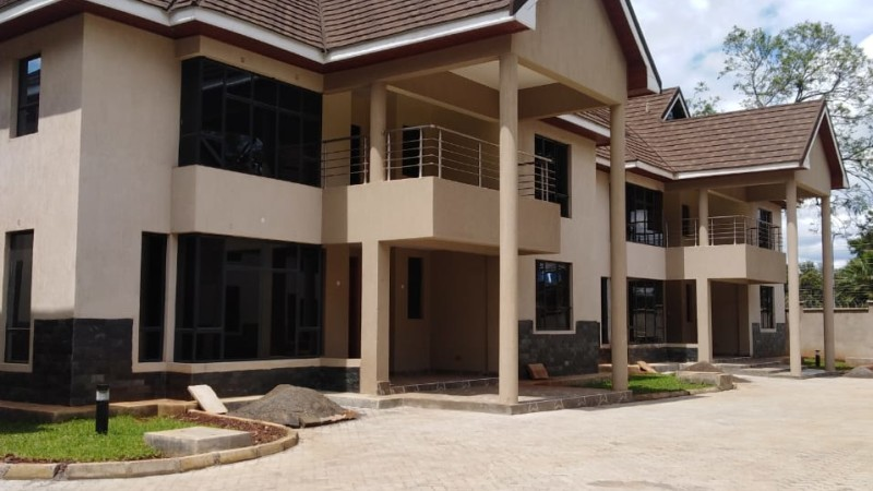 4 Bedrooms with Sq Townhouse, Lavington (1)
