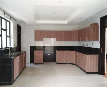 4 Bedrooms with Sq Townhouse, Lavington (11)
