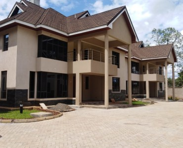 4 bedrooms with Sq townhouse to let in lavington (1)