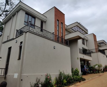 5 Bedroom Maisonette with Dsq, Lavington (1)