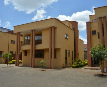 5 Bedroom Townhouse, Grevillea Groove - Westlands (1)